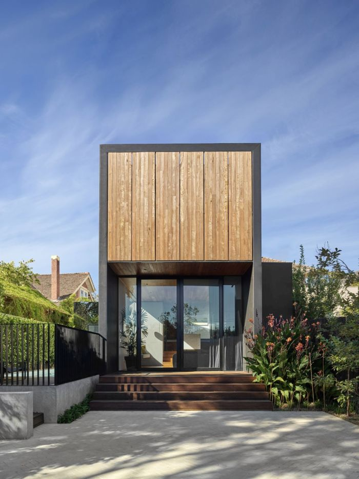 The new extension has timber shutters and double-glazed doors which insulate it from the street noise