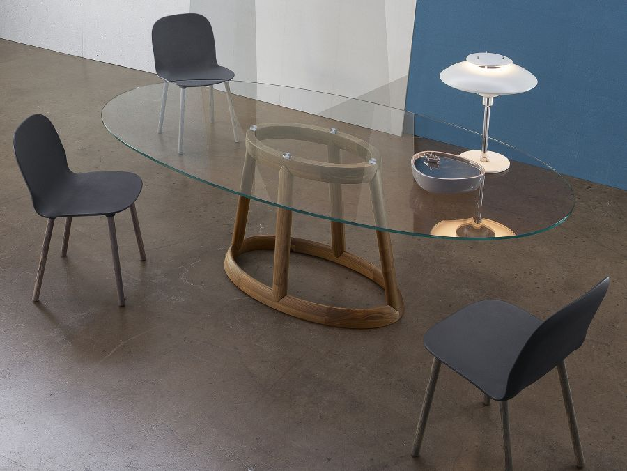 Oval dining table with wood base
