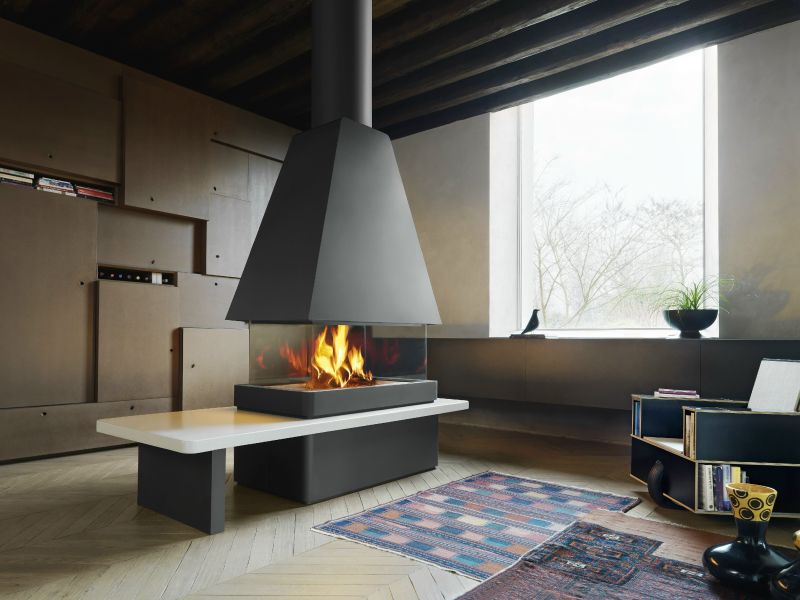Panoramic central fireplace