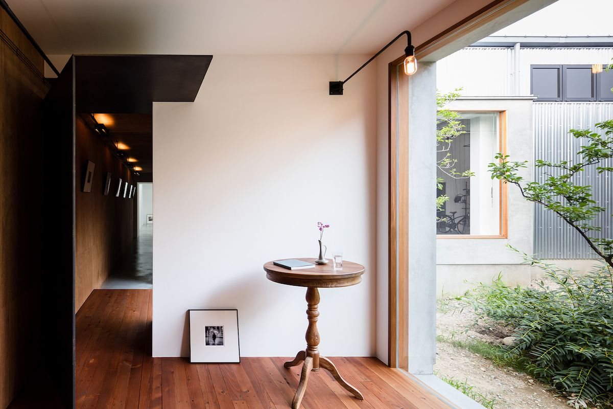 There's a constant juxtaposition of spaces and functions and a rather abrupt connection to the outdoors