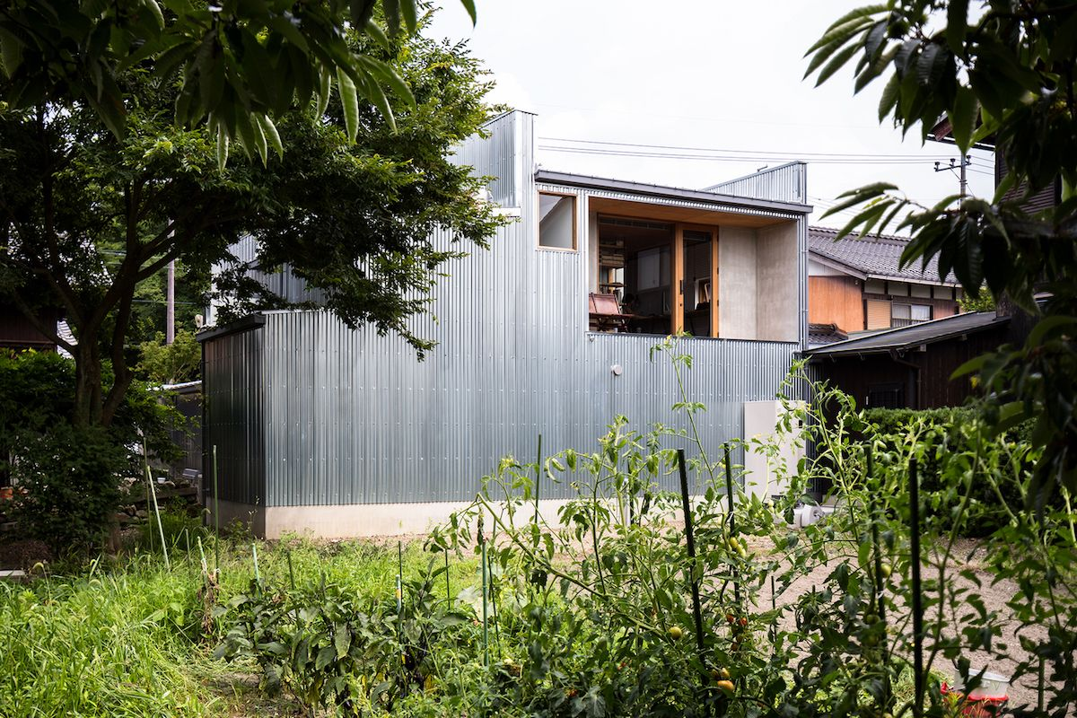 The sections oriented toward the garden or the rear of the site are more open to the views