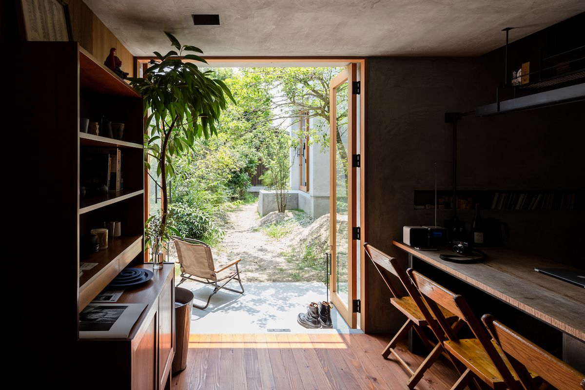 There's no clear distinction between the work spaces and the living areas as they all look similar