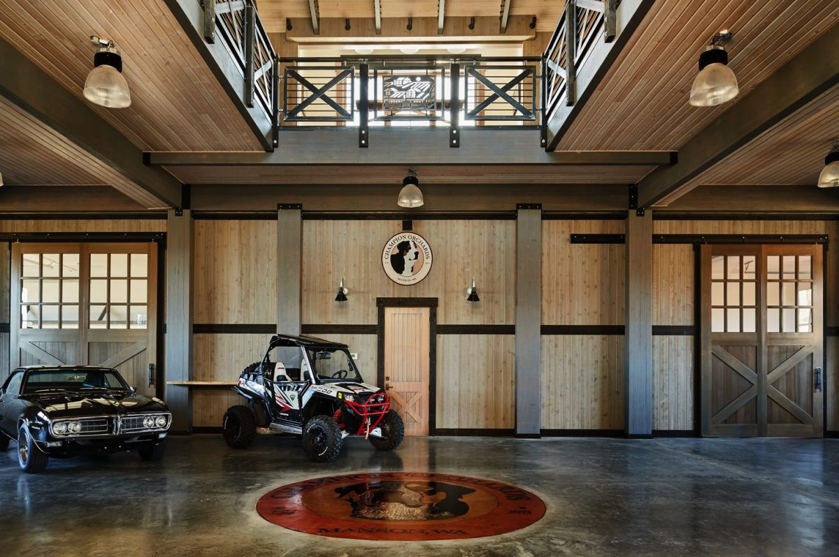 The entertaining space is also a unique and stylish place for the vintage cars.