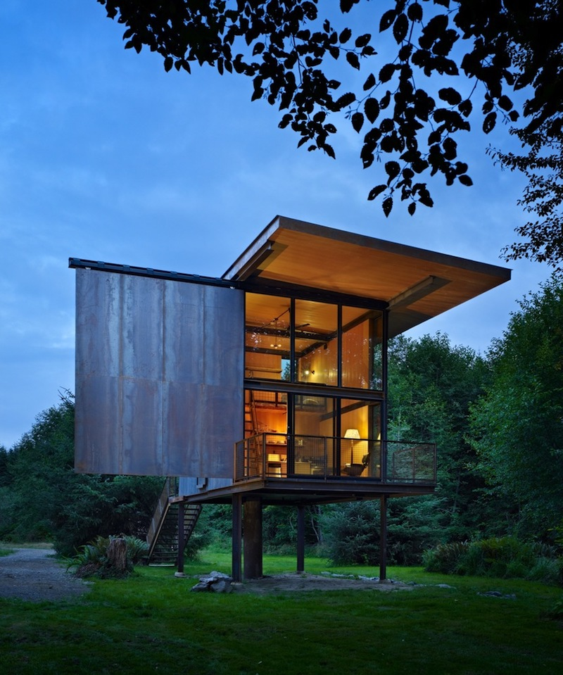 The location and its unique characteristics had a lot to do with the design of the cabin