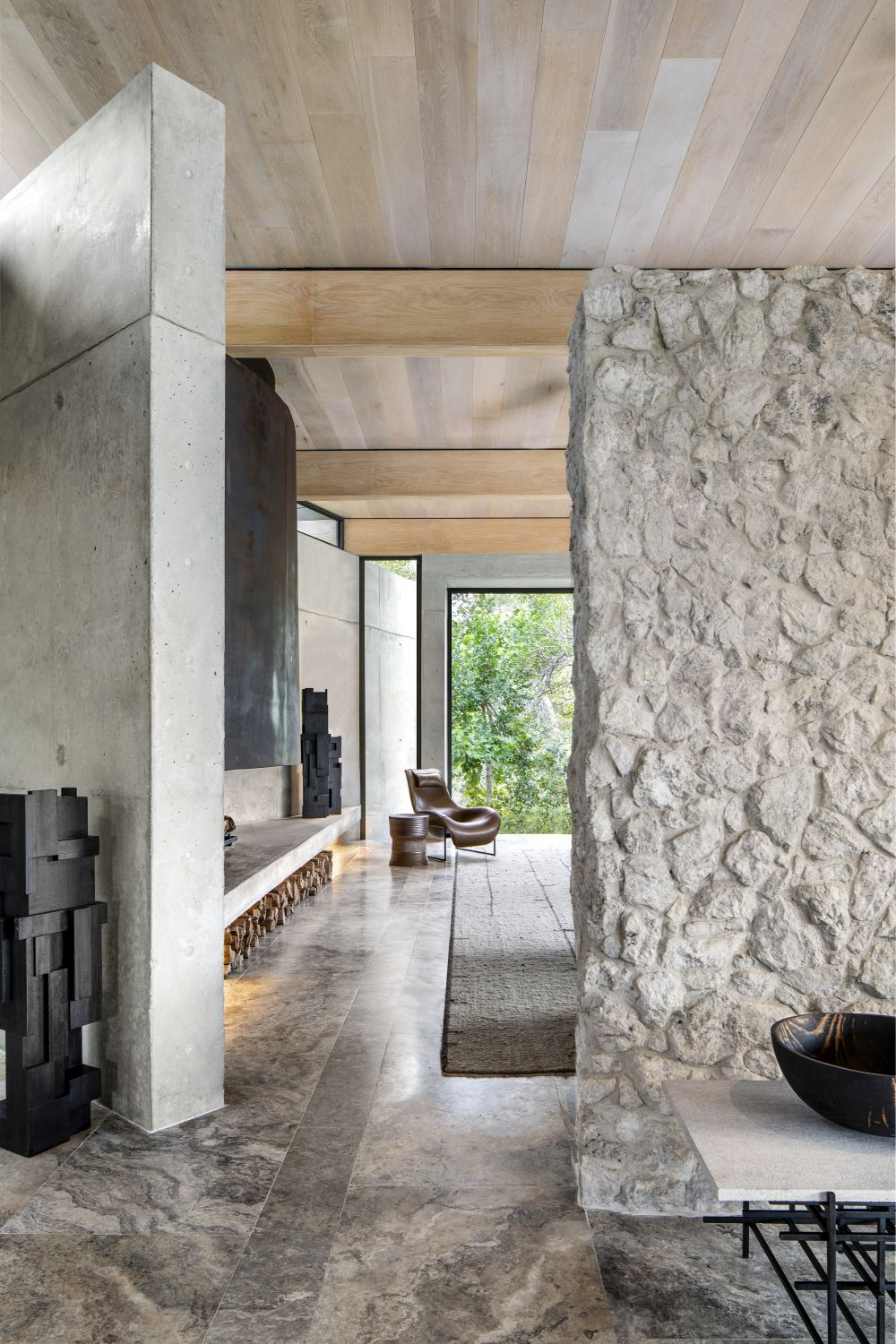 The overall simplicity of the interior design allows the focus to be on the views and the exterior