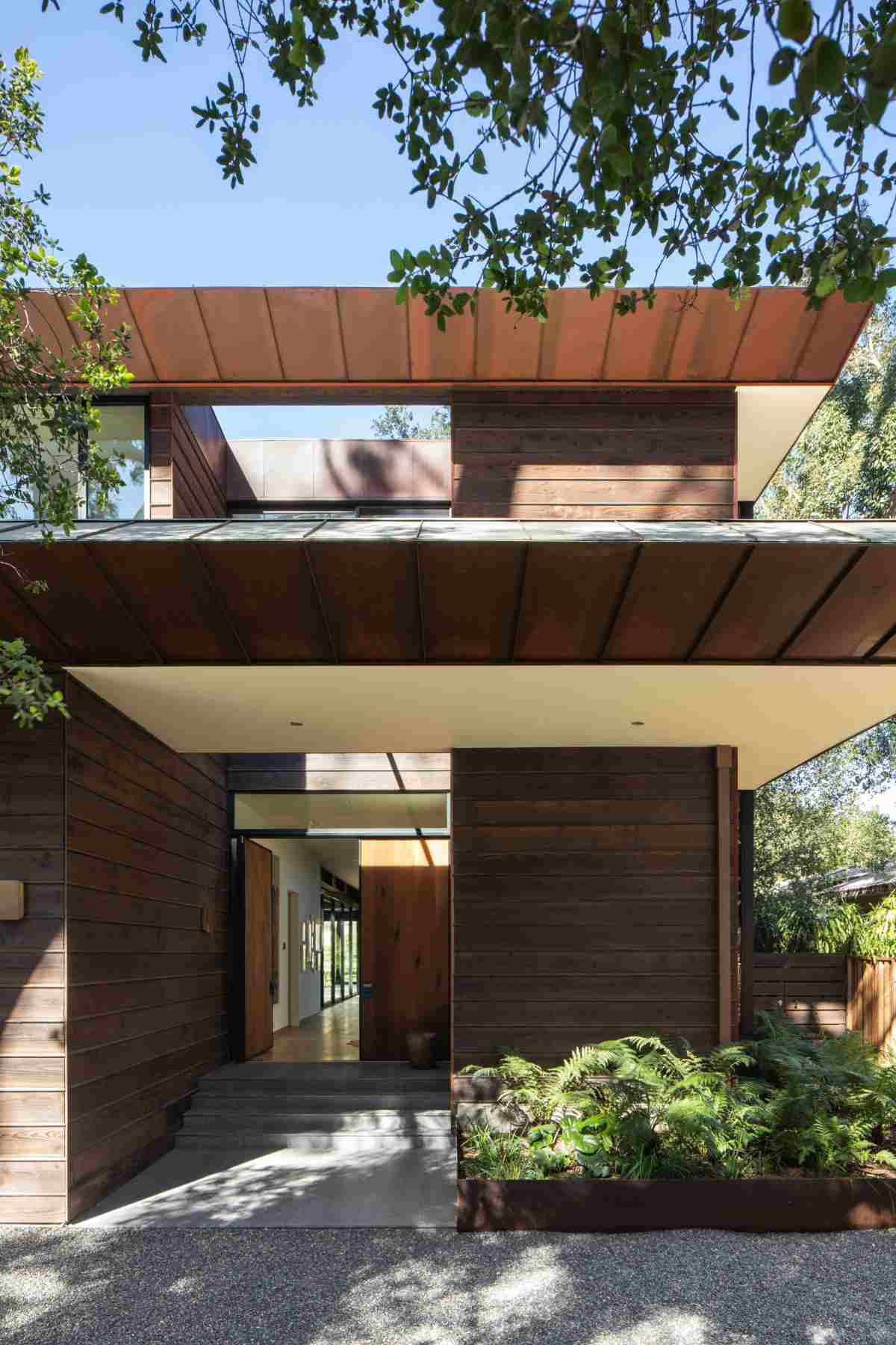 The materials used for the exterior of the house have a very organic and natural feel and that helps with the indoor-outdoor integration