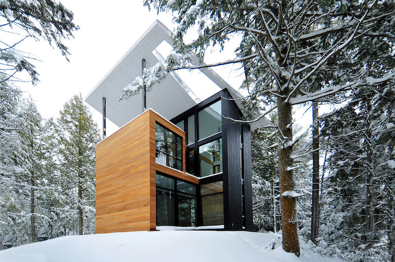 Sculptural tower house in winter