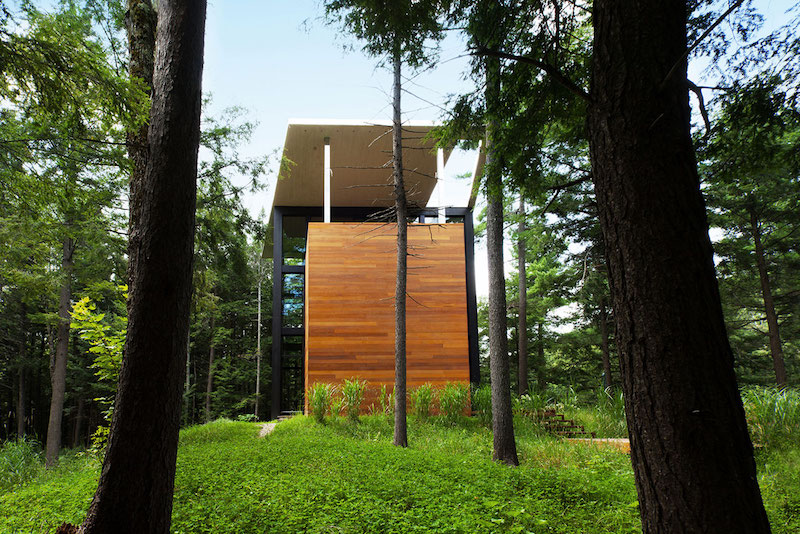 Sculptural tower house vertical structure