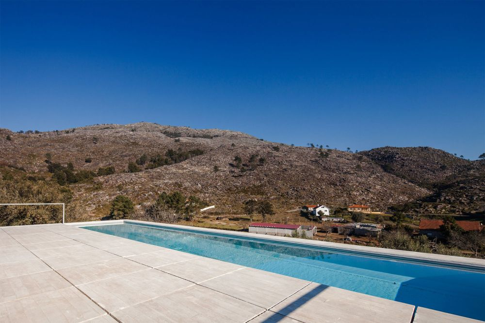 One of the advantages of being built on a steep slope is that the house gets to offer some amazing views of the surroundings