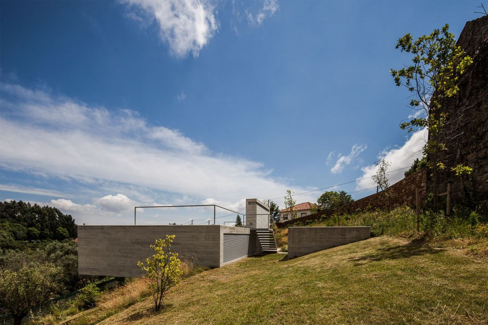 The house seems to organically grab onto the land and cantilever over the slope
