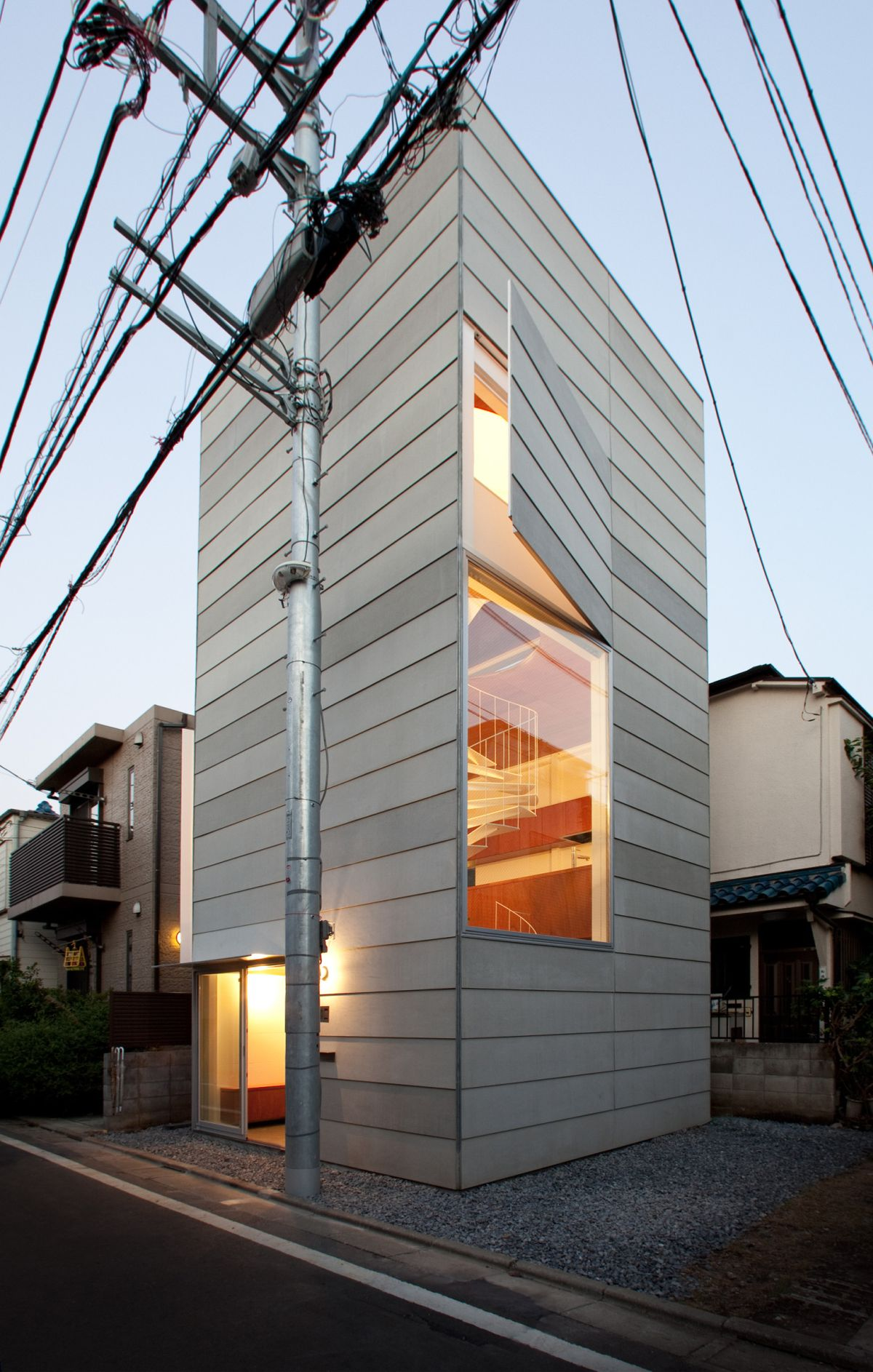 Small tower house in Tokyo