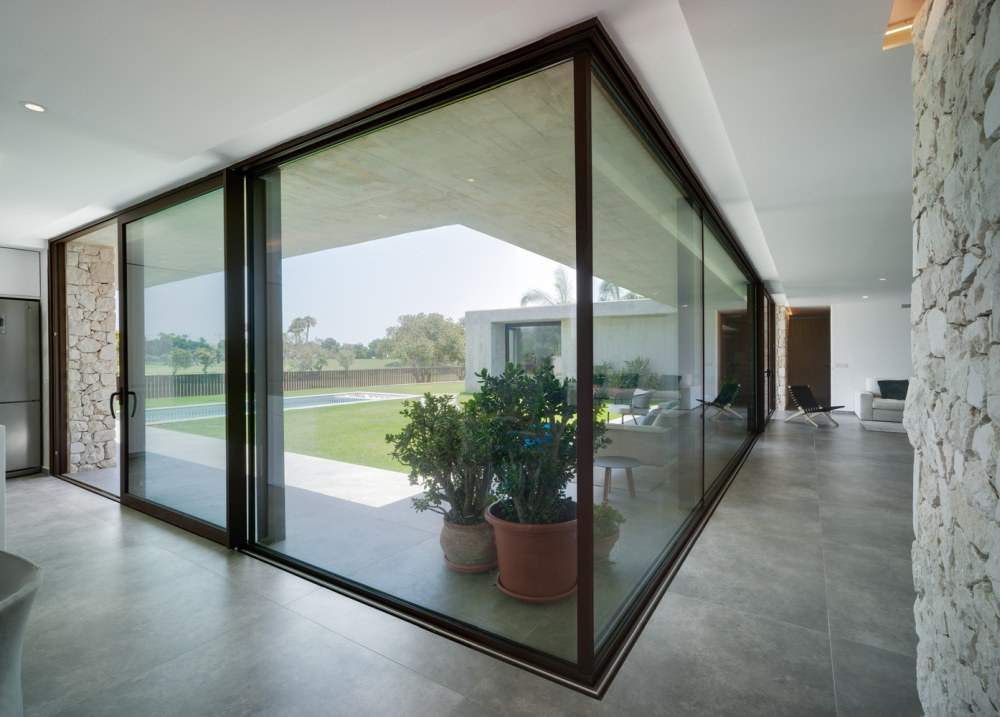 The floor and the roof lines extend to form a covered terrace that looks and feels like a part of the interior