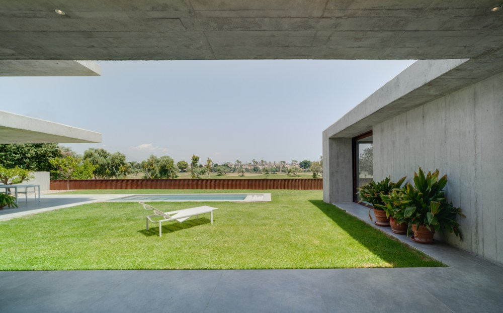 The U-shaped floor plan creates a sheltered and intimate courtyard protected from neighboring views