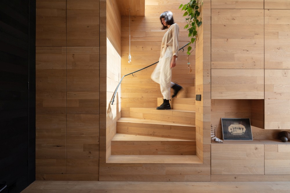 A lot of the interior is clad in oak wood which creates a very warm and cozy ambiance inside