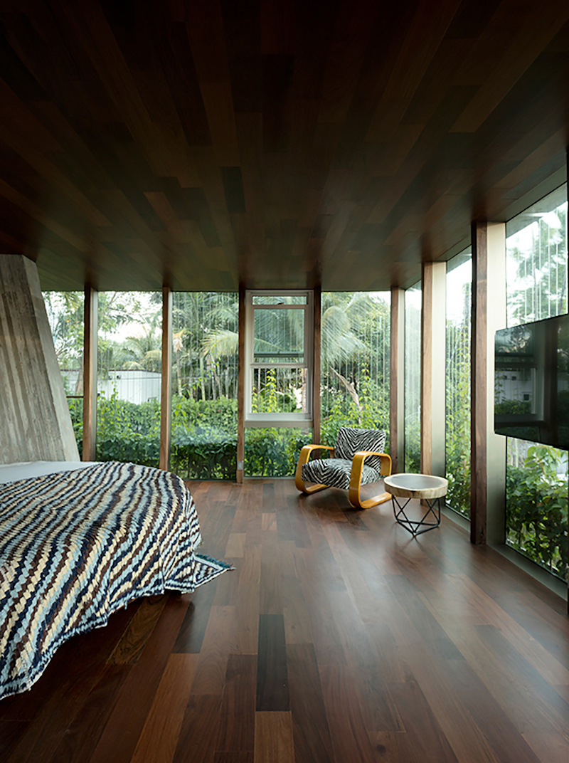 Large windows that frame the interior spaces bring the outdoors in and immerse the house into its surroundings