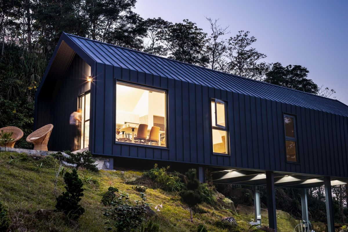 The exterior of the house shows a certain similarity to container structures