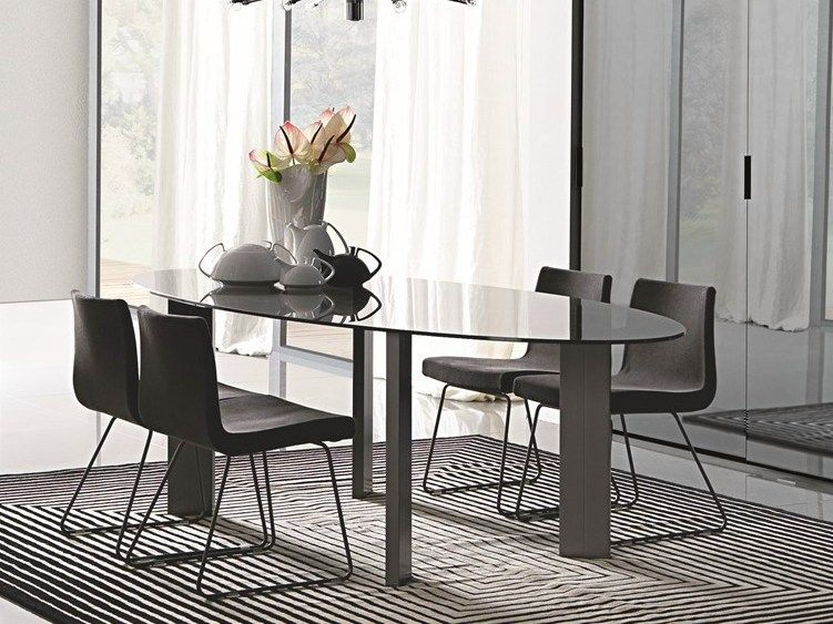 Taul Oval dining table