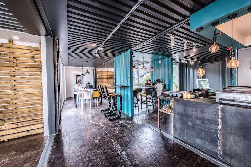 Despite the strong industrial character of the decor, the internal areas are quite welcoming and cozy