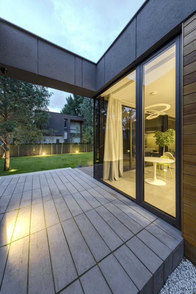 To ensure the privacy of the internal spaces, the openings are strategically placed between the volumes
