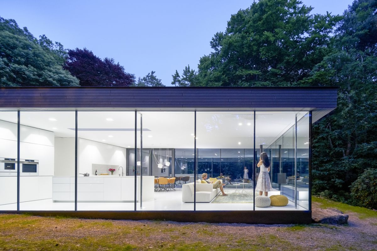 The living spaces are fully opened to the landscape and have large doors that connect them to a concrete deck