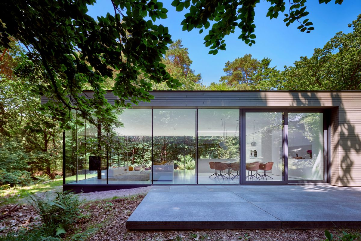 The transition between the interior spaces and the garden is smooth and seamless thanks to the terrace