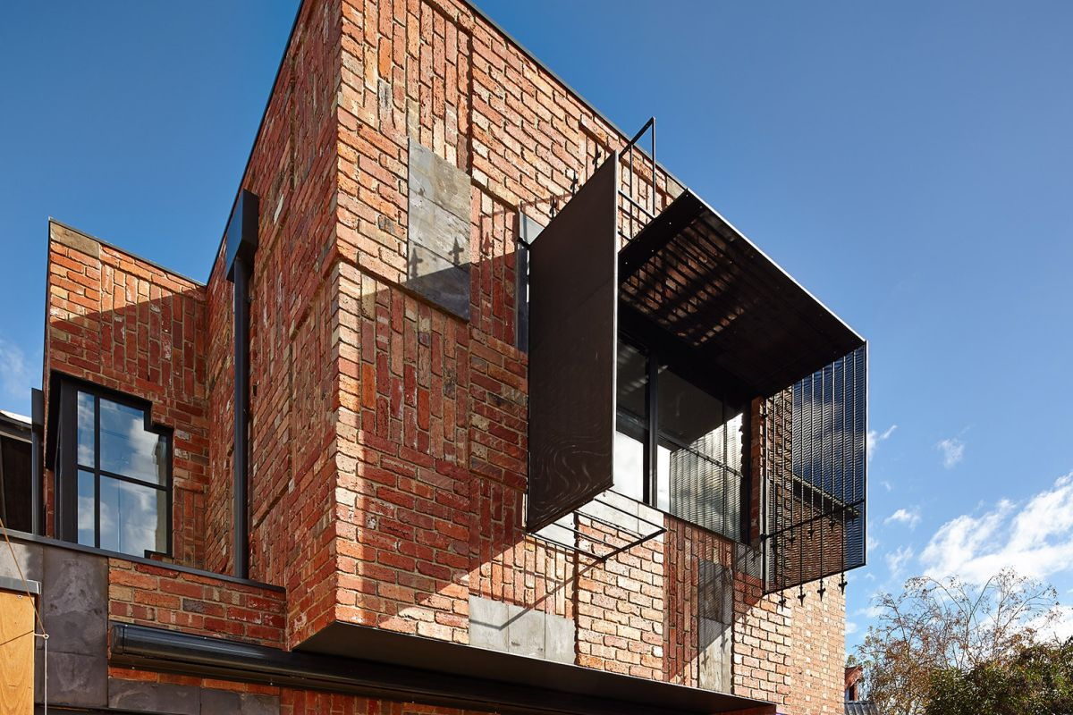 Traditional Brick Facade The Cubo House in Australia
