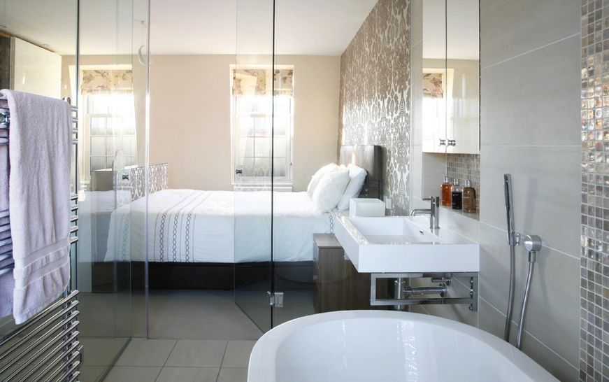 Transparent glass wall and door for bathroom