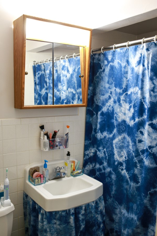 Use an Accent Color in Your Shower Curtain