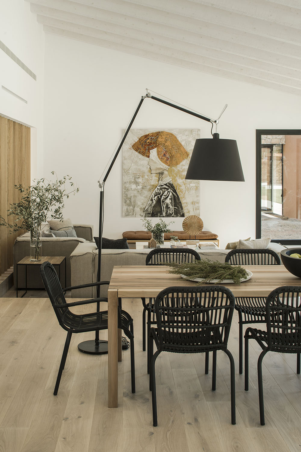 Using a floor lamp instead of pendants or a chandelier is a modern choice.