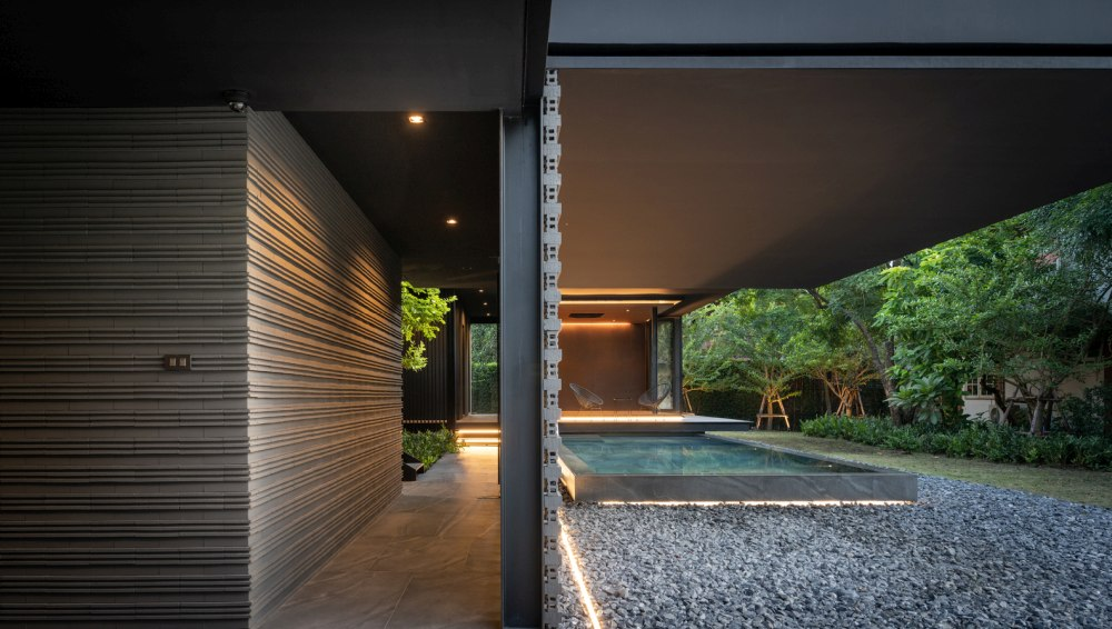The house enjoys a close and strong bond with the beautiful nature that surrounds it