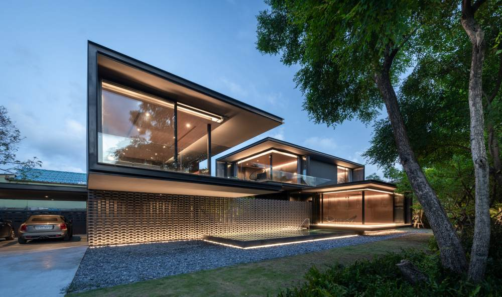 The house sits on a beautiful site sheltered from pollution and noise