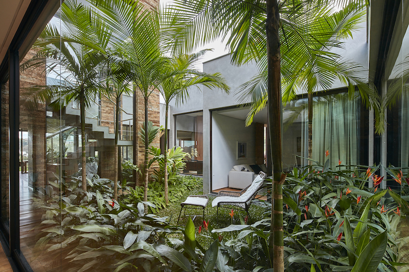 Nature and the views play important roles in the design and structural organization of the house