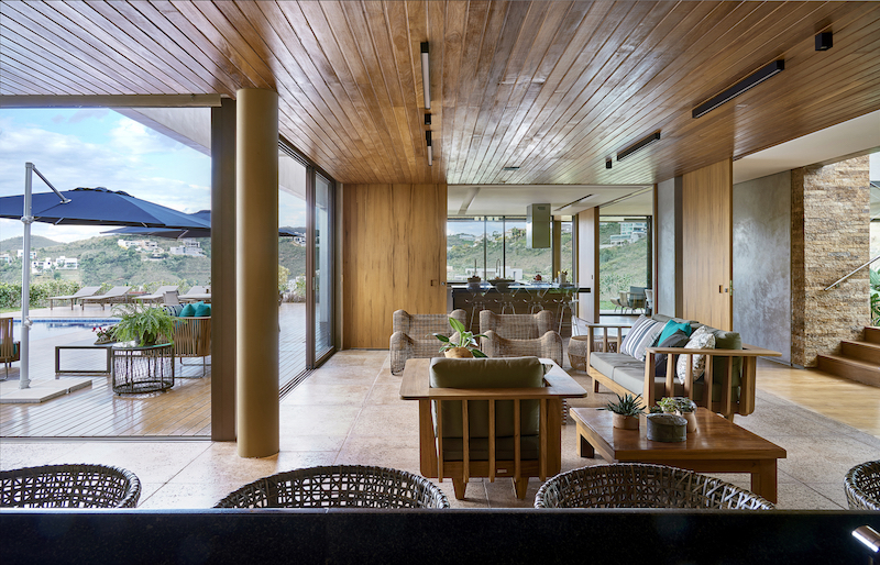 The internal spaces are generally open and well-connected to the terraces and to the beautiful landscape views