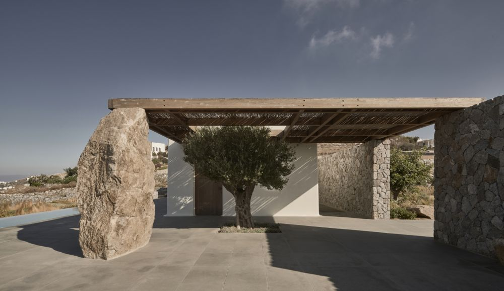 The stone dug from the site was used to build up the walls and to decorate the outdoors with