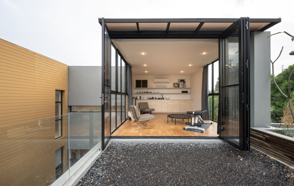 This is a multipurpose room which opens onto the roof terrace