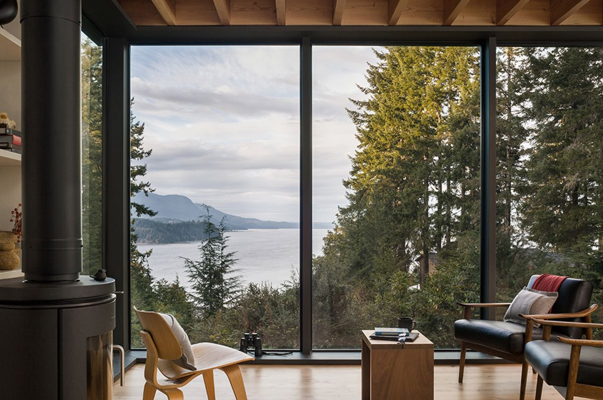 Large windows expose the living areas to the beautiful panorama
