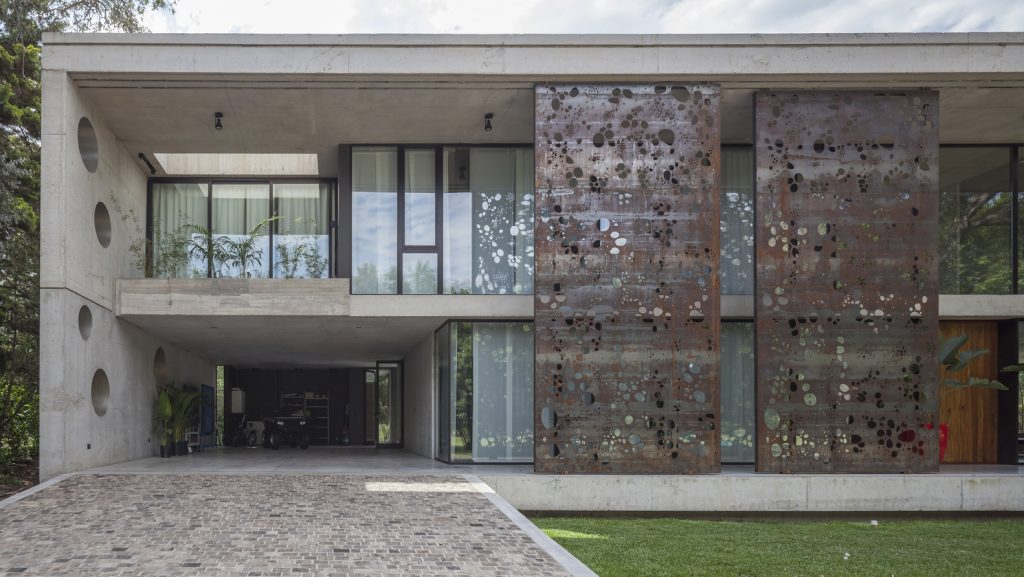 Dramatic elements like the steel panels make all the difference.