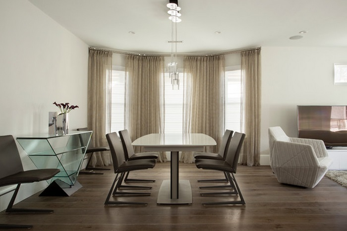 glass-console-table-in-dining-room