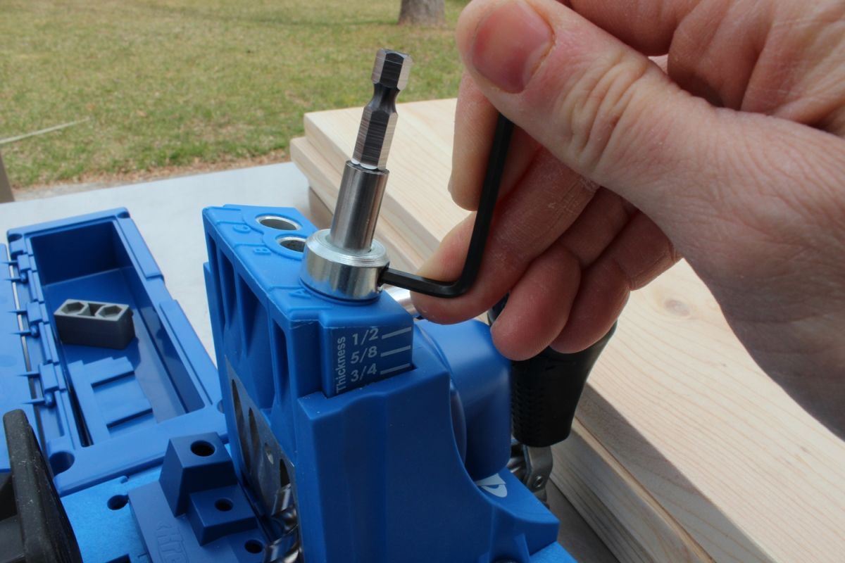 hex wrench to tighten the stop collar