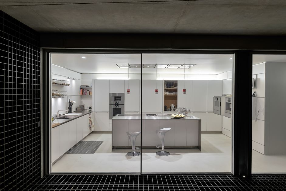 Recessed lights make a close-in space feel as if it has plenty of outside light.