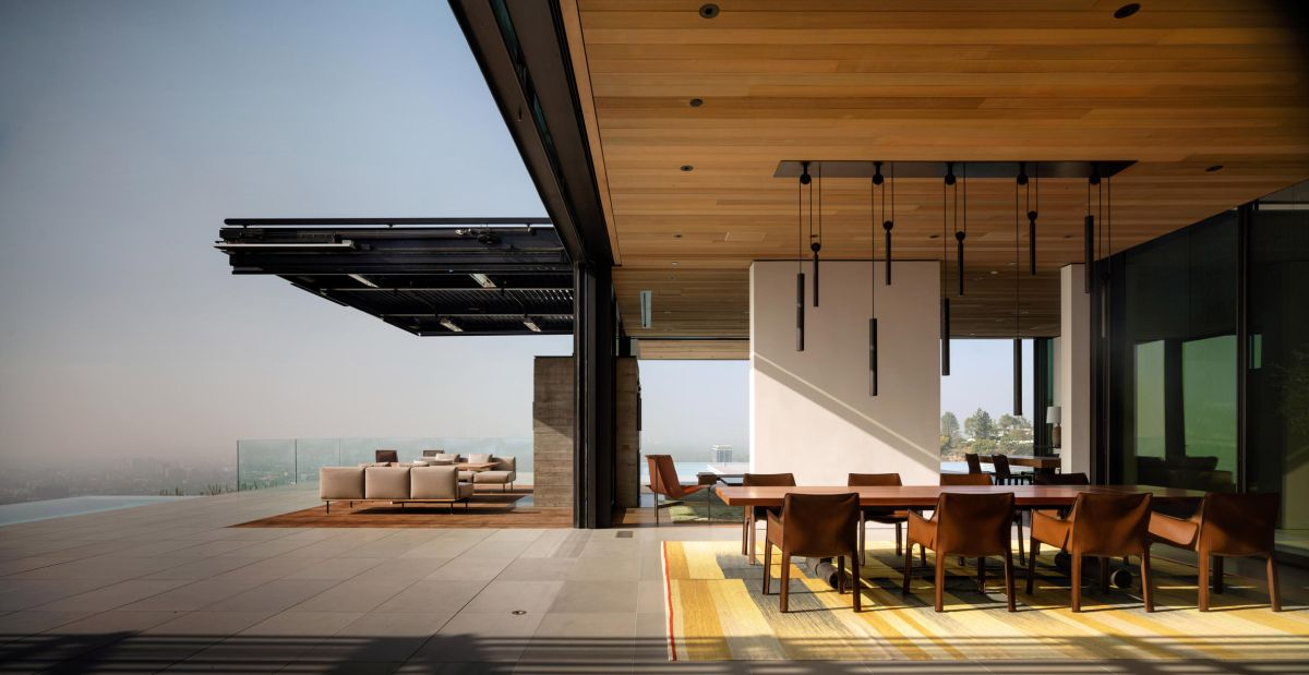 The indoor-outdoor transitions are very smooth and seamless thanks to the retractable walls
