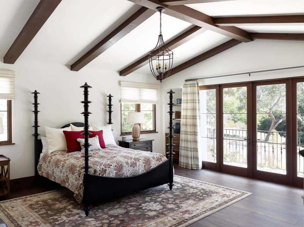 The four bedrooms feature simple and very inviting interior designs, with area rugs, fabric curtains and earthy color palettes