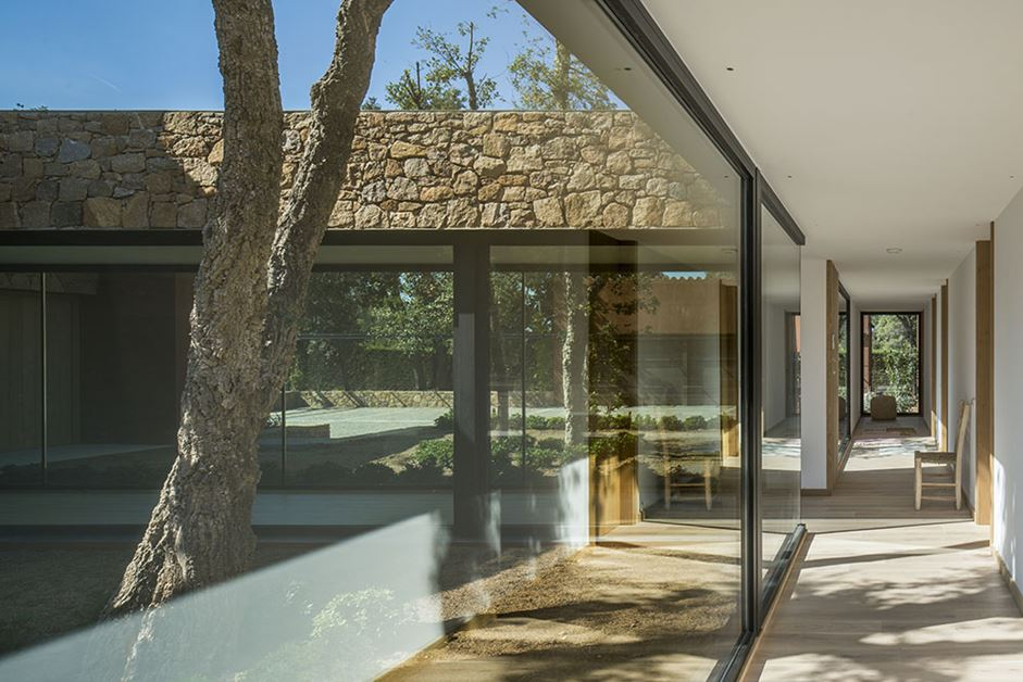 Small outdoor courtyards are placed between the cubes of the house.