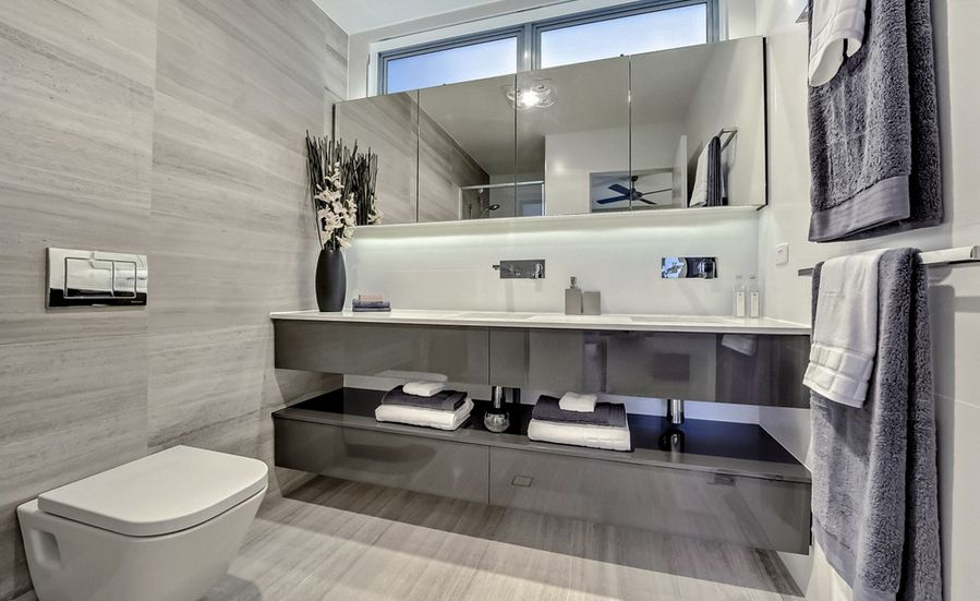 various-shades-of-marble-in-bathroom
